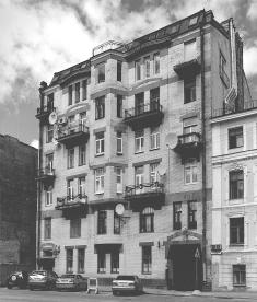 The house, which accommodated the editorial office of The Starye Gody journal (10 Gangutskaya Street).
