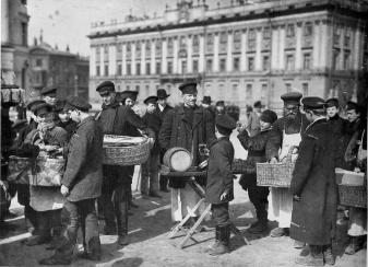 Street Vendors on the Field of Mars. Photo, 1895.