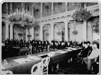 Meeting of the Russina Historic Society in the Novo-Mikhailovsky Palace. Photo, 1890s.