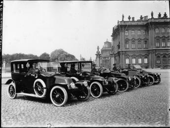 Renault Automobiles on Palace Square. Photo, 1900s.