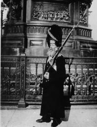 Palace Grenadier Standing Guard at Monument to Emperor Nicholas I. Photo, 1913.