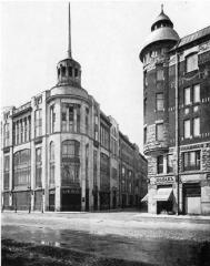 Trading House of Guards Economic Society (on the left). Photo, 1910s.
