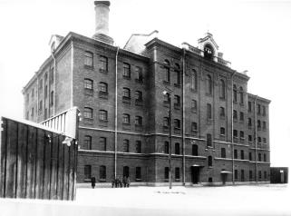 Female prison on Arsenalnaya Street. Photo, circa 1910.