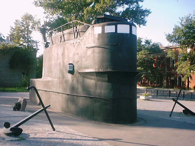 памятники подводным лодкам в петербурге